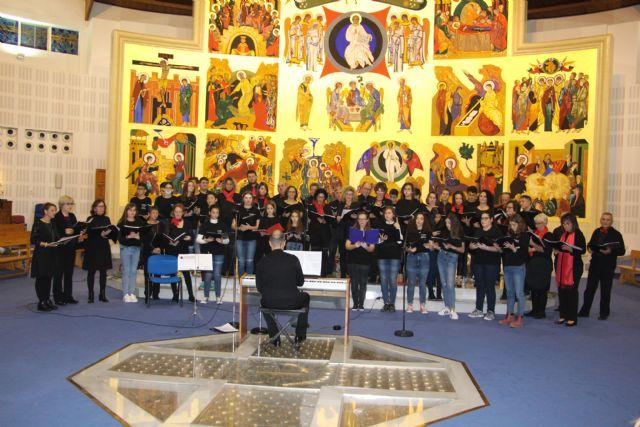 Patnia y el coro del IES Dos Mares ofrecen un concierto de Navidad en la iglesia de la Santísima Trinidad - 3, Foto 3