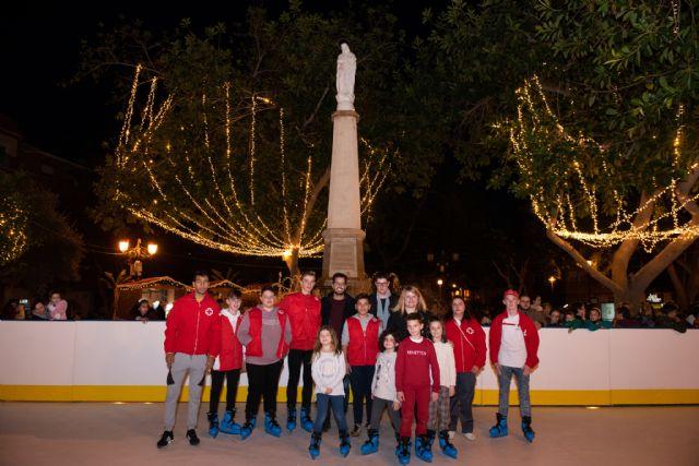 La pista de patinaje ambienta la Navidad en el jardín de la Purísima, Foto 1