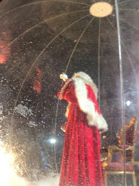 Miles de personas dan la bienvenida a Papá Noel en una plaza Belluga abarrotada - 3, Foto 3