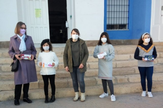 [Alejandra L pez, Marta Cifuentes, Luc a Romero and Yvonne Conijn win the 1st Christmas Postcard Contest