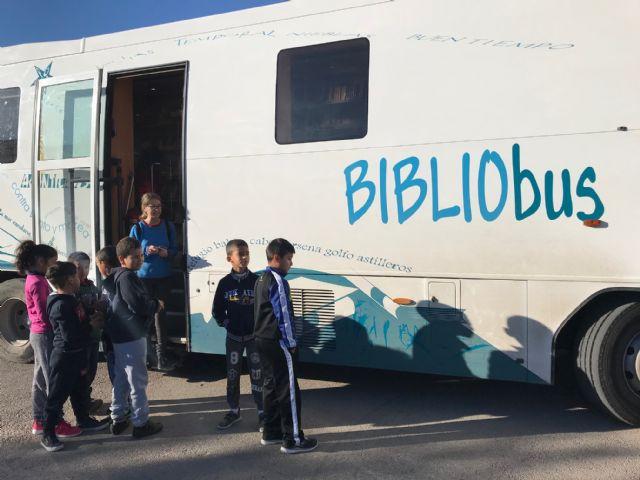 El Bibliobus llega a los colegios con el objetivo de extender la lectura pública por toda nuestra Región - 1, Foto 1