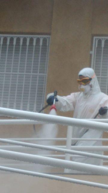 El Ayuntamiento de Molina de Segura y Sercomosa  llevan a cabo labores de desinfección en residencias de personas mayores para prevenir la expansión del COVID-19 - 1, Foto 1
