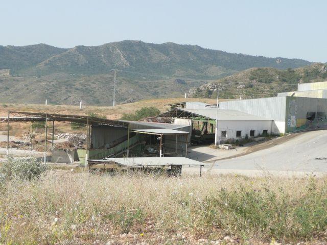 Iu verdes demanda el desmantelamiento y limpieza de la antigua planta de basuras - 1, Foto 1