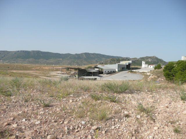 Iu verdes demanda el desmantelamiento y limpieza de la antigua planta de basuras - 2, Foto 2