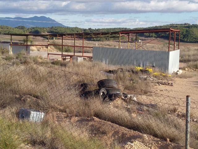 Iu verdes demanda el desmantelamiento y limpieza de la antigua planta de basuras - 4, Foto 4