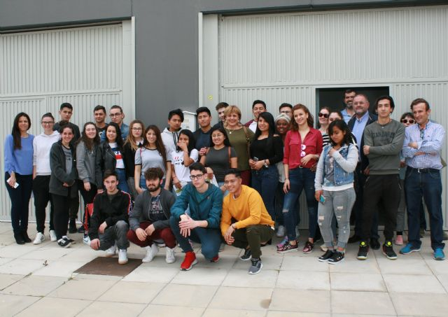 "Students of the IES ""Prado Mayor"" participate in a Entrepreneurship Day at the Local Development Center and the Business Incubator"