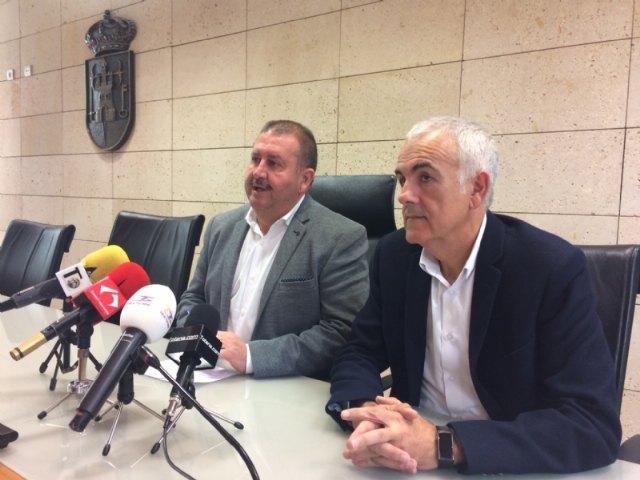 El alcalde se reúne con el diputado Martínez Baños para abordar asuntos de interés para el municipio