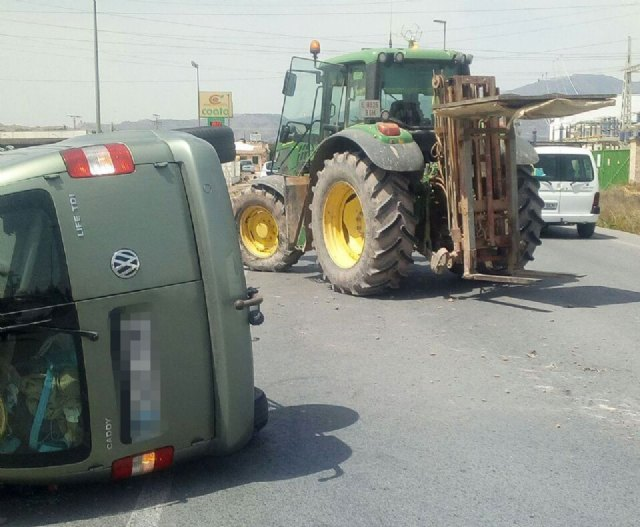 Emergency services come to attend an injured trapped inside the vehicle after colliding with a tractor in Totana