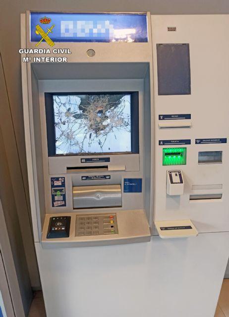 La Guardia Civil detiene al presunto autor de los daños ocasionados en dos cajeros de una sucursal bancaria - 1, Foto 1