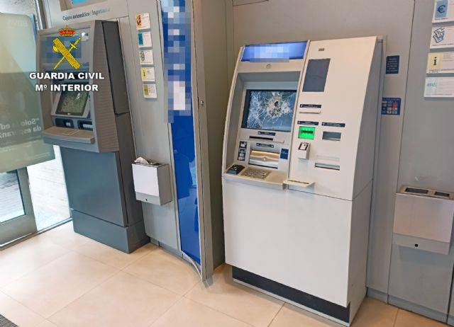 La Guardia Civil detiene al presunto autor de los daños ocasionados en dos cajeros de una sucursal bancaria - 2, Foto 2