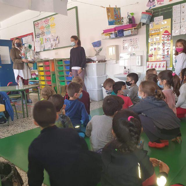 Educación amplía los fondos bibliográficos de los colegios de San Pedro del Pinatar con motivo del Día del libro - 1, Foto 1