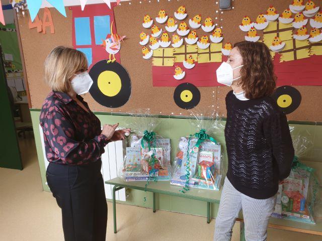 Educación amplía los fondos bibliográficos de los colegios de San Pedro del Pinatar con motivo del Día del libro - 2, Foto 2