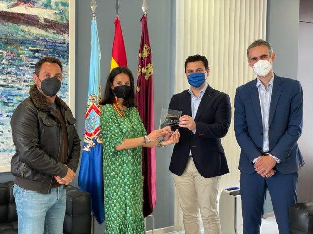 El alcalde, José Miguel Luengo recibe de Invest in Cities  la placa que acredita a San Javier como ciudad atractiva para la inversión - 1, Foto 1