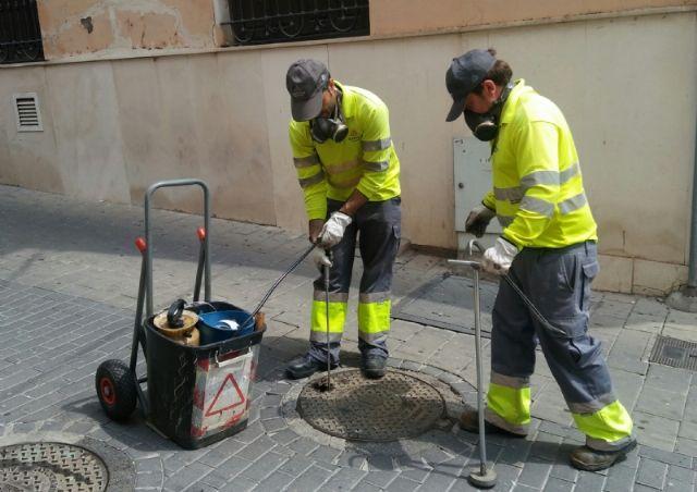 Comienza la campaña para el tratamiento de choque anual de desinsectación y desratización en el sistema de saneamiento y alcantarillado - 2, Foto 2