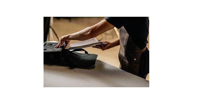 Yolibre.org transforma el maletín de la ministra de Educación en una cartera de profesor - 2, Foto 2