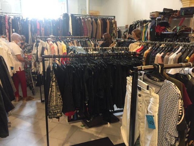 La ´Santa Eulalia Fashion Market´ recauda más de 4.000 euros con la venta solidaria de más de 1.000 kilos de ropa - 2, Foto 2