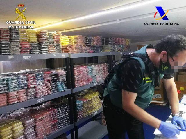 La Guardia Civil interviene casi 600.000 euros en accesorios y componentes de telefonía móvil falsificados - 1, Foto 1