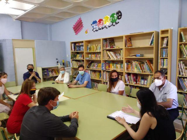 El colegio Santa Rosa de Lima de El Palmar se prepara para el inicio de curso con la reparación y reforma de algunos de sus elementos y estancias - 1, Foto 1