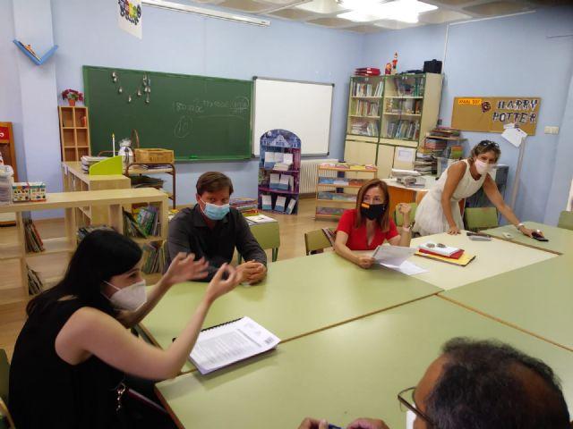 El colegio Santa Rosa de Lima de El Palmar se prepara para el inicio de curso con la reparación y reforma de algunos de sus elementos y estancias - 3, Foto 3