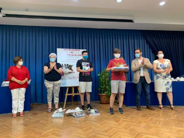 El alcalde entrega los galardones del duodécimo Certamen de Narración 'Premios Ángeles Pascual' organizado por la Red Municipal de Bibliotecas de Lorca - 1, Foto 1