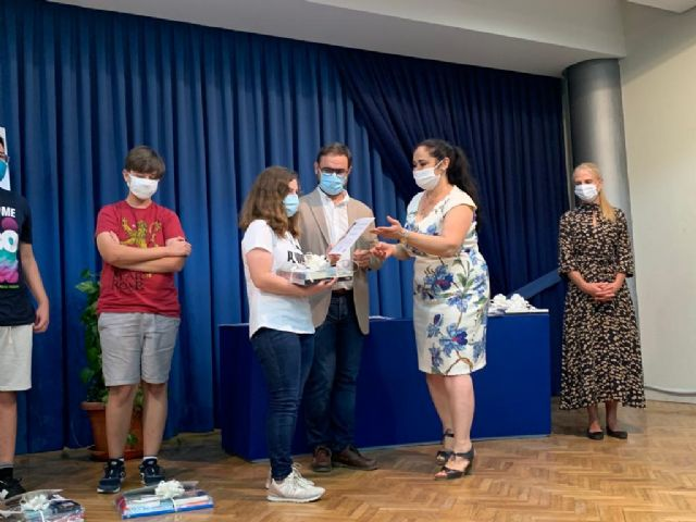 El alcalde entrega los galardones del duodécimo Certamen de Narración 'Premios Ángeles Pascual' organizado por la Red Municipal de Bibliotecas de Lorca - 2, Foto 2