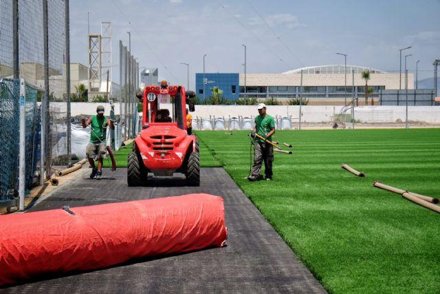 Comienza la renovación del césped del campo de fútbol municipal Onofre Fernández Verdú - 1, Foto 1
