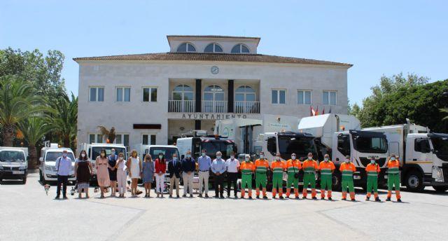El Ayuntamiento de Lorquí presenta la maquinaria para la recogida de residuos, limpieza viaria y mantenimiento de zonas verdes - 1, Foto 1