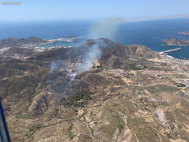 Operativo del Plan Infomur ha extinguido un incendio forestal declarado en el Barranco del Feo (Cartagena) - 1, Foto 1