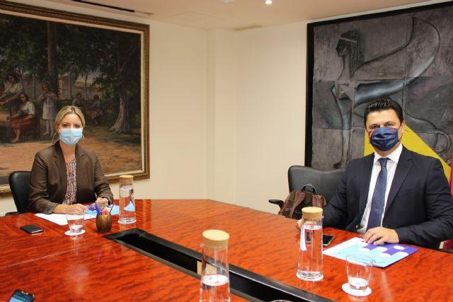 El alcalde presenta la vertiente empresarial del proyecto San Javier, Ciudad del Aire a la consejera de Empresa, Industria y Portavocía - 2, Foto 2