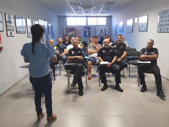 La Direcci�n General de Familia imparte una acci�n formativa a la plantilla de la Polic�a Local sobre el Protocolo de Atenci�n al Maltrato Infantil, Foto 2