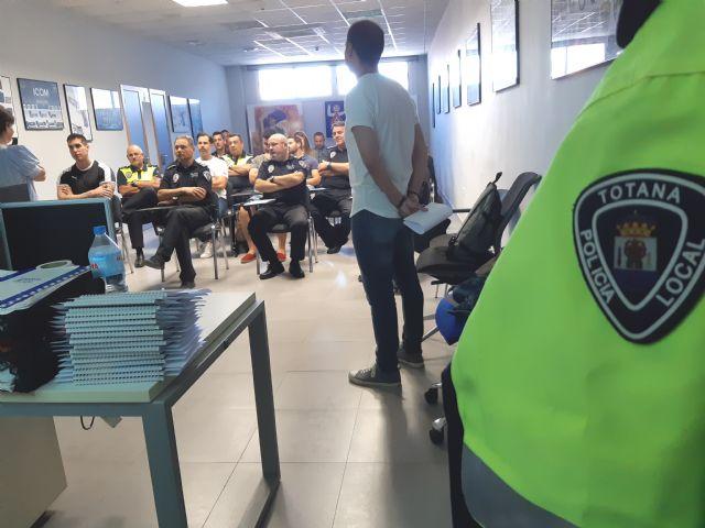 La Direcci�n General de Familia imparte una acci�n formativa a la plantilla de la Polic�a Local sobre el Protocolo de Atenci�n al Maltrato Infantil, Foto 4