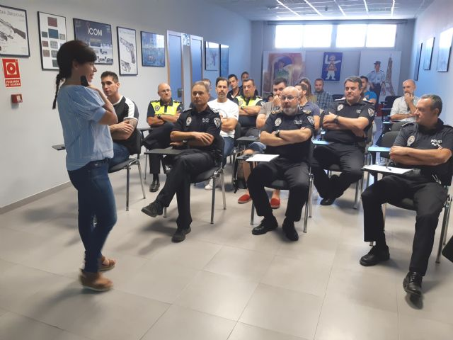 La Direcci�n General de Familia imparte una acci�n formativa a la plantilla de la Polic�a Local sobre el Protocolo de Atenci�n al Maltrato Infantil, Foto 5