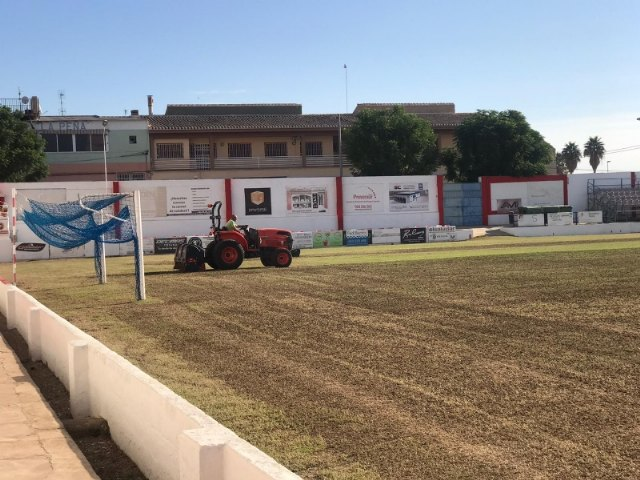 They undertake the winter replanting of the lawn of the municipal stadium