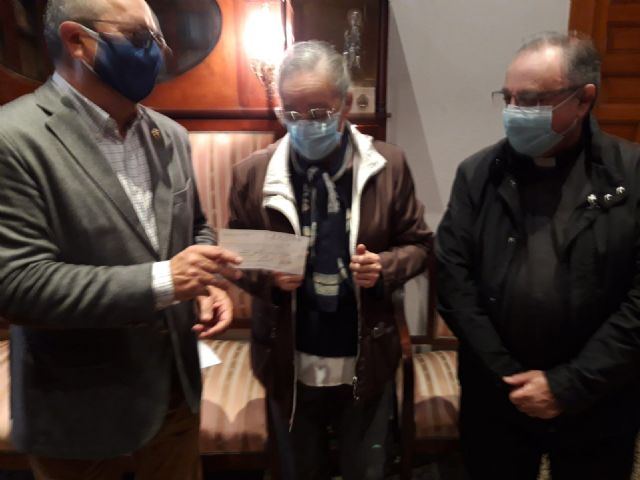 El Resucitado entrega los donativos recaudados en su 'Cesta Solidaria' - 1, Foto 1