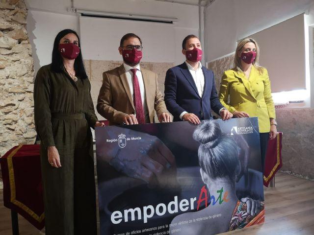 El proyecto 'Empoderarte' formará a 180 mujeres vulnerables en oficios artesanos - 1, Foto 1