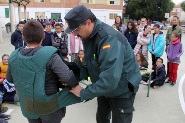 La Guardia Civil organiza una exhibición en el colegio Asunción Jordán de Puerto Lumbreras - 3, Foto 3