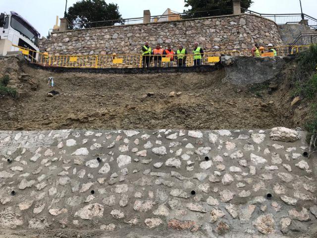 Fomento repara el muro y el firme de la vía que une Villanueva del Segura con Ulea - 1, Foto 1