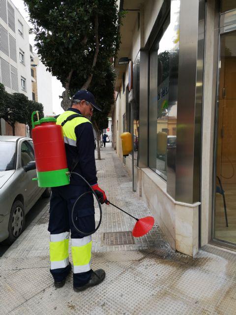 Beniel inicia una intensiva campaña de limpieza contra los orines de mascotas empleando una novedosa técnica - 2, Foto 2
