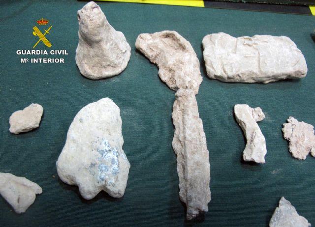 La Guardia Civil sorprende a dos presuntos expoliadores en un yacimiento arqueológico de Mula - 1, Foto 1