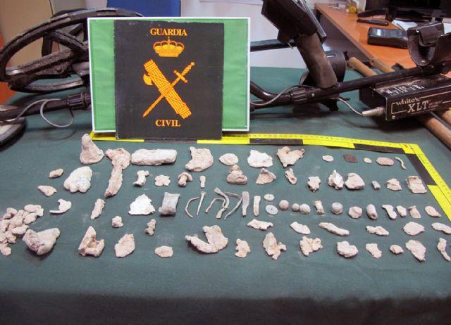 La Guardia Civil sorprende a dos presuntos expoliadores en un yacimiento arqueológico de Mula - 2, Foto 2