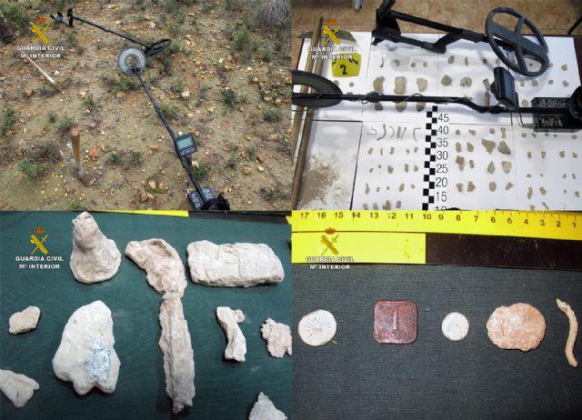 La Guardia Civil sorprende a dos presuntos expoliadores en un yacimiento arqueológico de Mula - 4, Foto 4