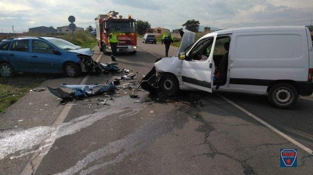 Servicios de emergencia intervienen en un accidente de tráfico con dos heridos graves en N-340 Totana - 1, Foto 1