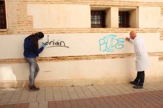 Cultura y Patrimonio elimina pintadas de edificios emblemáticos del municipio, Foto 1