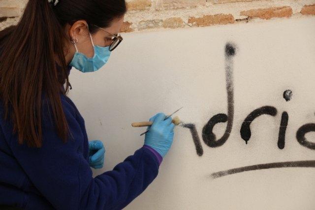 Cultura y Patrimonio elimina pintadas de edificios emblemáticos del municipio, Foto 2