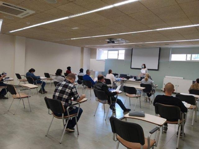 15 personas desempleadas se forman en limpieza de superficies y mobiliario con el Proyecto Labor - 2, Foto 2