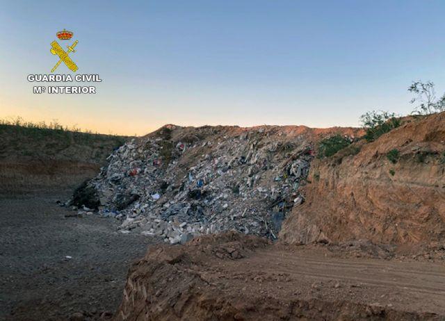 La Guardia Civil desmantela un enorme vertedero clandestino en Fuente Álamo - 1, Foto 1