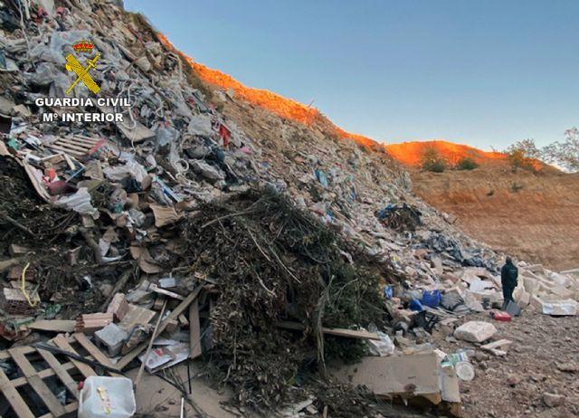La Guardia Civil desmantela un enorme vertedero clandestino en Fuente Álamo - 2, Foto 2