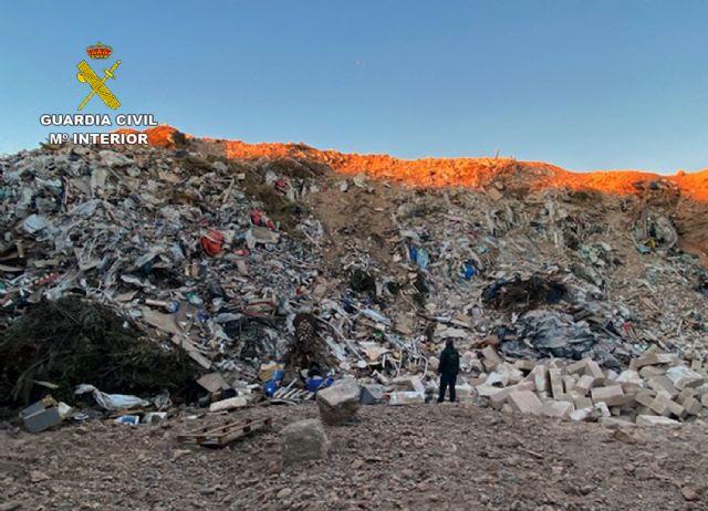 La Guardia Civil desmantela un enorme vertedero clandestino en Fuente Álamo - 3, Foto 3