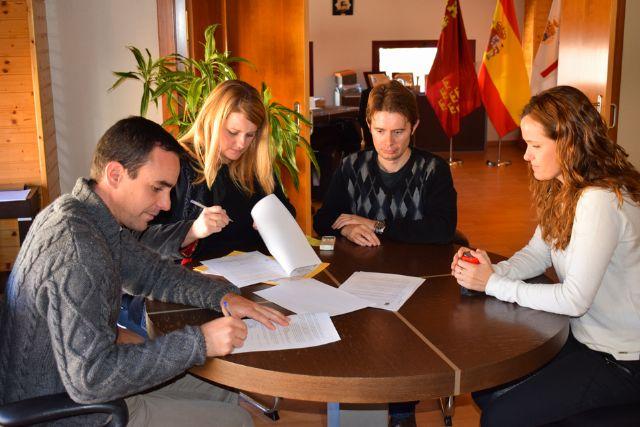 Convenio con cáritas de Puerto de Mazarrón para prestar ayuda a personas necesitadas, Foto 1