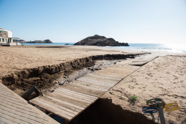 El Delegado del Gobierno comprueba los daños en la costa de Mazarrón ocasionados por el temporal, Foto 1